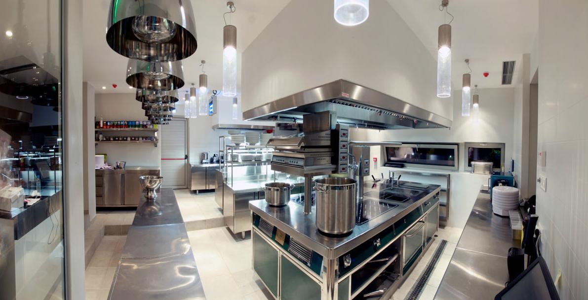 Εξοπλισμός κουζίνας από την ΚΑΡΑΜΑΝΗΣ ΑΕ